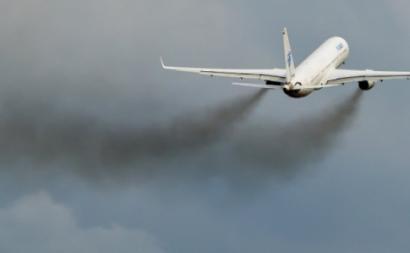 """Em Portugal, """"a aviação apresenta emissões de carbono praticamente 1,5 vezes superiores às associadas ao total da gasolina vendida"""" no país, frisa a Zero."""