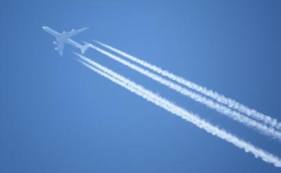 """""""O aquecimento climático total causado pela aviação é 3 vezes superior ao efeito do CO2 por si só, devido à formação de rastros de condensação""""."""
