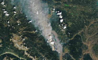 Imagem divulgada pela NASA de um dos incêndios florestais na Colúmbia Britânica.
