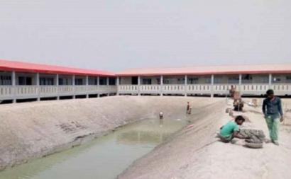 Instalações na ilha de Bhasar Chan funcionam como uma prisão.