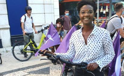 Beatriz Gomes Dias em ação de campanha na terça-feira