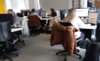 Foto tirada em março na sala de trabalho de um dos call-centers do Porto.