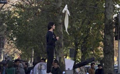 Mulheres iranianas contestam a obrigatoriedade do hijab.