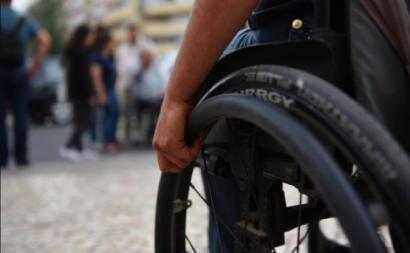 Pessoa em cadeira de rodas. Foto de Paulete Matos.