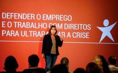 """""""Quem vive e trabalha neste país quer sobretudo emprego com salário digno"""", afirma Catarina Martins. Foto de Nuno Fox/Lusa."""