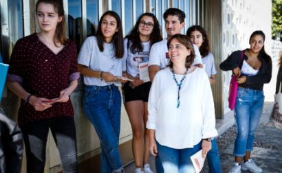 """Catarina Martins divulgou aos estudantes universitários a descida do teto máximo das propinas e esclareceu que a """"medida acrescenta ao ensino superior"""" e """"não desce nada para ninguém"""" - Foto de Rodrigo Antunes/Lusa"""