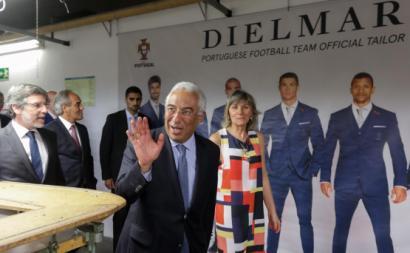 António Costa com a administradora da Dielmar, Ana Paula Rafael, numa visita à empresa em 2017. Foto de Paulo Novais/Lusa.