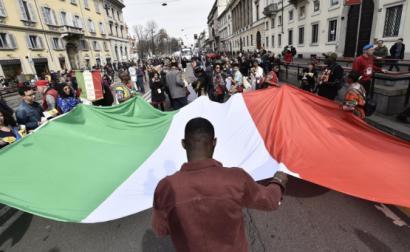Manifestação anti-racista em Milão