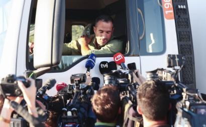 Motorista entrevistado durante a greve dos motoristas de matérias perigosas.