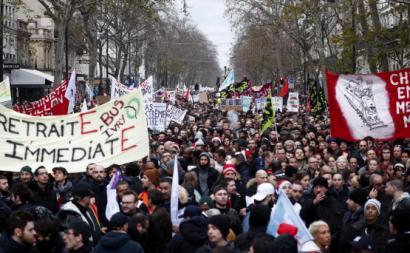 Manifestantes contra a reforma das pensões de Macron. Paris, dezembro de 2019.