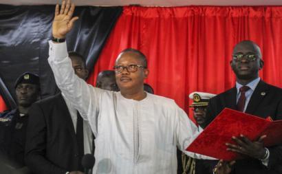 Umaro Sissoco Embaló na cerimónia em que se proclamou presidente da República da Guiné-Bissau. Fevereiro de 2020.