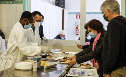Almoço solidário da Comunidade de Santo Egídio, Roma, Abril de 2020. Foto de Fabio Frustaci/EPA/LUSA.