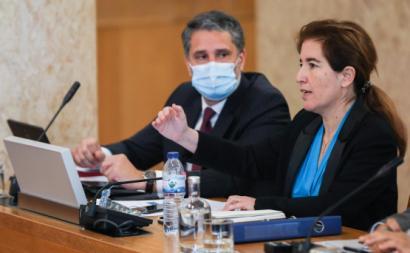 A ministra Ana Mendes Godinho na Comissão Parlamentar de Trabalho e Segurança Social. Foto de Miguel A. Lopes/Lusa.