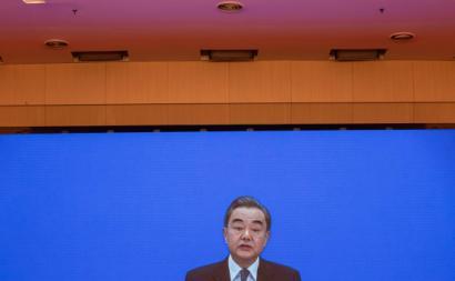 Wang Yi, ministro dos Negócios Externos da China na sua conferência de imprensa online.Foto de ROMAN PILIPEY/EPA/Lusa.