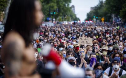 Manifestação em memória de George Floyd em Washington. Junho de 2020. Foto de SHAWN THEW/EPA/Lusa.