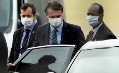 Bolsonaro à saída do Palácio do Planalto esta terça-feira. Foto JOEDSON ALVES/EPA/Lusa.