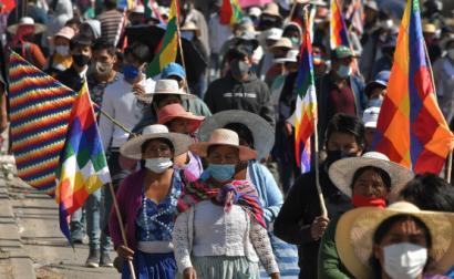 Protesto contra adiamento das eleições presidenciais. Sacaba, Bolívia, agosto de 2020. Foto de Jorge Abrego/EPA/Lusa.