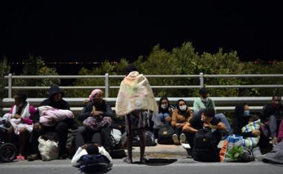 Campo de refugiados de Lesbos foi praticamente destruído por incêndios