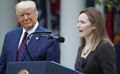 A juíza Amy Coney Barrett discursa nos jardins da Casa Branca após a nomeação para o Supremo Tribunal dos Estados Unidos da América.