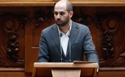 Pedro Filipe Soares no Plenário do Parlamento. Foto de António Cotrim/Lusa.