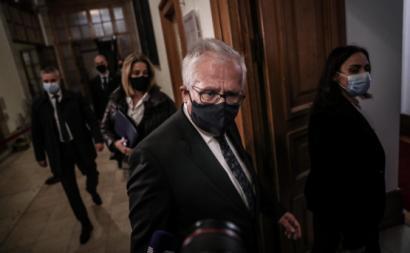 Eduardo Cabrita à entrada para a sua audição parlamentar. Dezembro de 2020. Foto de Mário Cruz/Lusa.