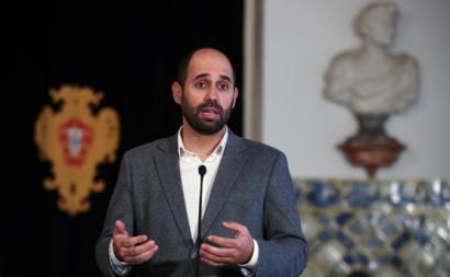 Pedro Filipe Soares ala aos jornalistas após uma audiência com o Presidente da República, Marcelo Rebelo de Sousa sobre a renovação do estado de emergência, no Palácio de Belém.