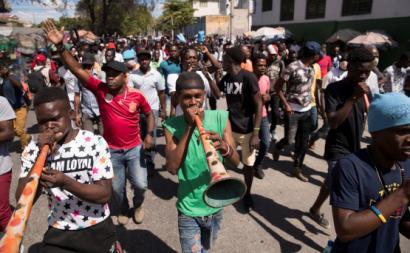 Protesto no Haiti. Fevereiro de 2021. Foto de Orlando Barría/EPA/Lusa.
