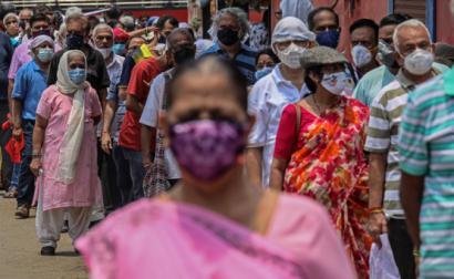Fila para a vacina em Mumbai