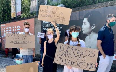 """""""Domingos grátis, mas educadores não!"""", via facebook de José Soeiro"""
