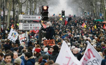 Manifestação durante a greve contra o plano de Macron para as reformas. França, dezembro de 2019.