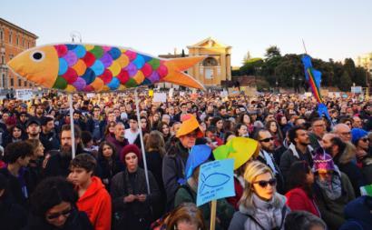 """Manifestação do movimento """"das sardinhas"""" em Roma. Dezembro de 2019."""
