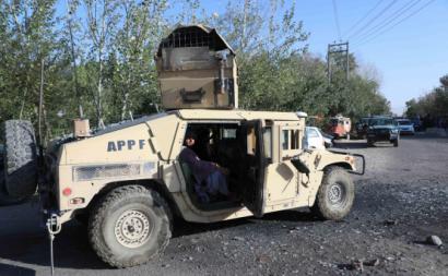 Equipamento militar dos EUA capturado por Taliban. Foto de Stringer via EPA/Lusa.