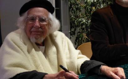 Ernesto Cardenal  em novembro de 2014 numa leitura num centro paroquial protestante en Polch, Alemanha