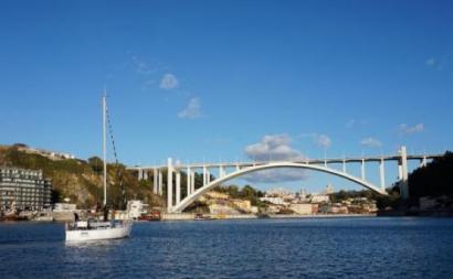 """Bloco: Câmara do Porto e APDL devem """"matar de vez"""" obra embargada na Arrábida"""