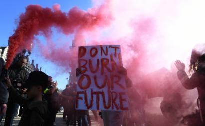 Estudantes fizeram greve climática na Grã-Bretanha nesta sexta-feira, 15 de fevereiro – Foto de Facundo Arrizabalaga/Epa/Lusa