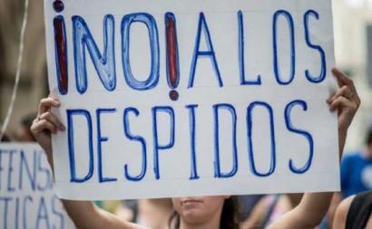 Cartaz contra os despedimentos em Espanha. Foto UGT/Twitter.