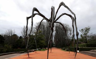 """Exposição """"Deslaçar um tormento"""" dedicada às obras de Louise Bourgeois, em Serralves desde dezembro de 2020. Foto de Estela Silva, via Lusa."""