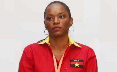 Tchizé dos Santos, filha do ex-presidente de Angola José Eduardo dos Santos, pode ter ficado impedida de participar no Congresso Extraordinário do MPLA, devido à suspensão