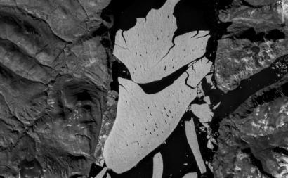 Glaciar Spalte após a separação do Fiorde, no nordeste do Ártico.