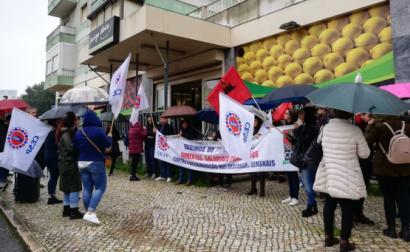 Trabalhadores e trabalhadores do Pingo Doce da avenida do Uruguai em Lisboa - Foto do CESP