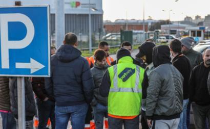 Greve dos trabalhadores da Portway está a ter grande adesão, segundo o sindicato - Foto de Miguel A. Lopes