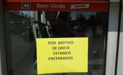 """Sindicato assinala que a greve teve """"a maior adesão dos últimos anos"""" levando ao encerramento de """"muitas dezenas de lojas"""""""