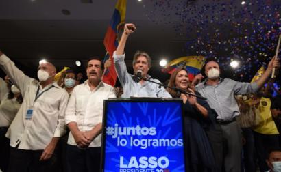 """Guillermo Lasso e os seus apoiantes comemoraram a vitória, com o lema """"Juntos conseguimos"""" - Foto de Santiago Fernandez/Epa/Lusa"""