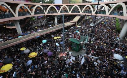 Marcha contra o governo de Carrie Lam em Hong-Kong, convocada pela Frente Cívica de Direitos Humanos, 21 de julho de 2019 – Foto de Jerome Favre/Epa/Lusa