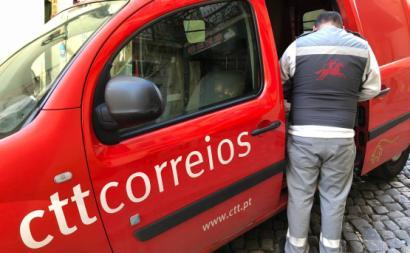 Trabalhador dos CTT. Foto de Paulete Matos.