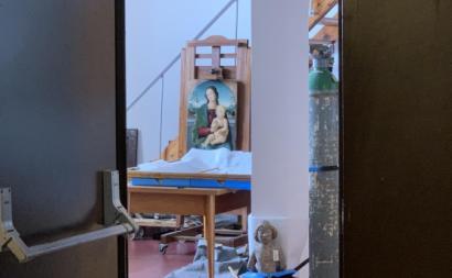 Pormenor do atelier de restauro do Museu Nacional de Arte Antiga, concebido para uma equipa de doze pessoas onde hoje trabalham apenas duas. Foto de Tiago Ivo Cruz.
