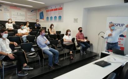 Catarina Martins, Moisés Ferreira e Luís Monteiro participaram este sábado numa reunião no Instituto de Saúde Pública da Universidade do Porto. Foto Esquerda.net.