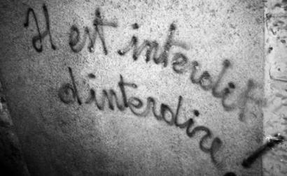 """É proibido proibir"", grafitti de 1968 em Menton, Alpes - Foto wikimedia"