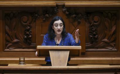 A deputada Isabel Pires na Assembleia da República.