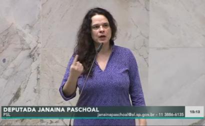 """Janaína Paschoal: """"Como um homem que está possivelmente infetado vai para o meio da multidão?"""""""